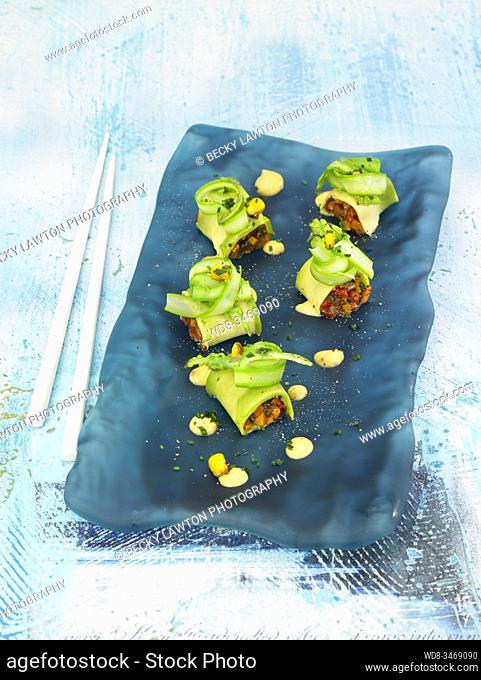 rollitos de aguacate / Avocado rolls