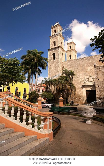 View to the Iglesia De La Tercera Orden Church in the city center, Merida, Riviera Maya, Yucatan Province, Mexico, Central America