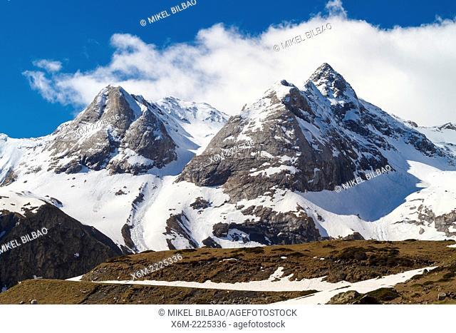 Troumouse glacier cirque