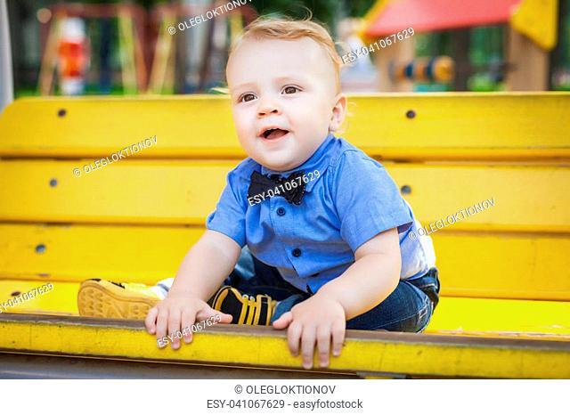 69199d20d905 Toddler park bench Stock Photos and Images