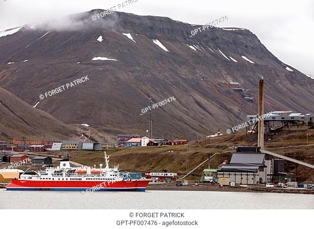 PORT OF THE FORMER MINING TOWN OF LONGYEARBYEN, THE NORTHERNMOST CITY ON EARTH, SPITZBERG, SVALBARD, ARCTIC OCEAN, NORWAY