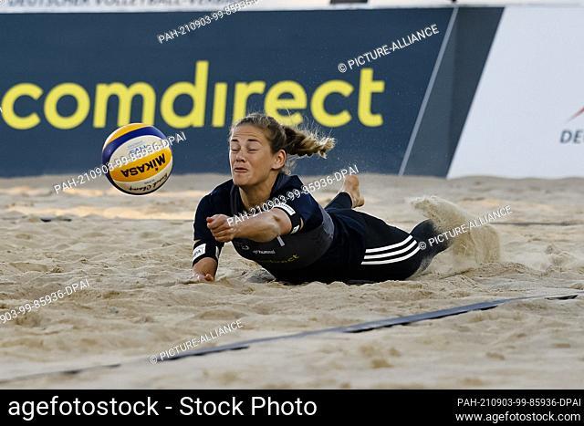03 September 2021, Schleswig-Holstein, Timmendorfer Strand: Volleyball/Beach: German Championships, women, quarterfinals: Borger/Sude (DJK TuSA 06 Düsseldorf) -...