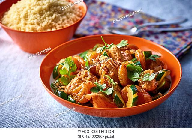 Tagine with chicken and dried apricots