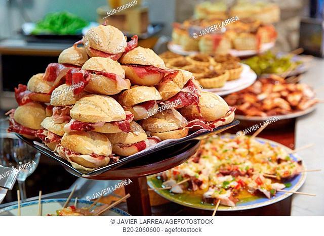 Ham sandwiches at Bar Txondorra in ol town, Donostia (San Sebastian), Gipuzkoa, Basque Country, Spain