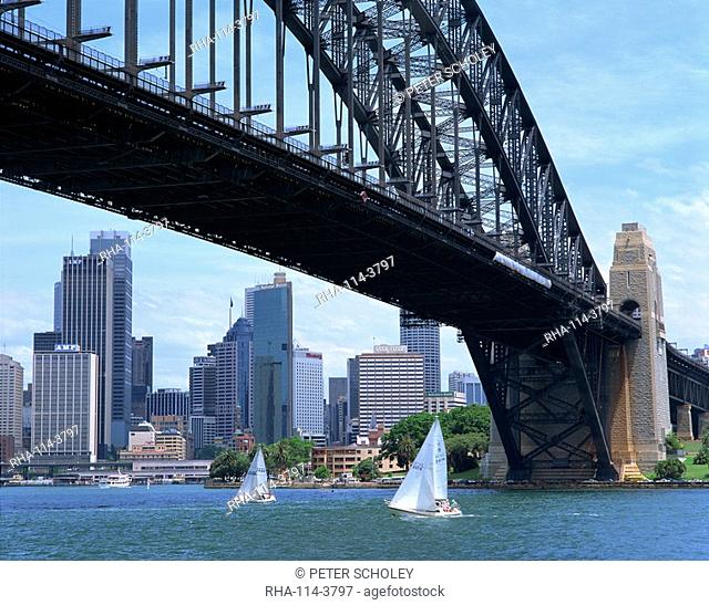 Sailing boats below Sydney Harbour Bridge, Sydney, New South Wales, Australia, Pacific