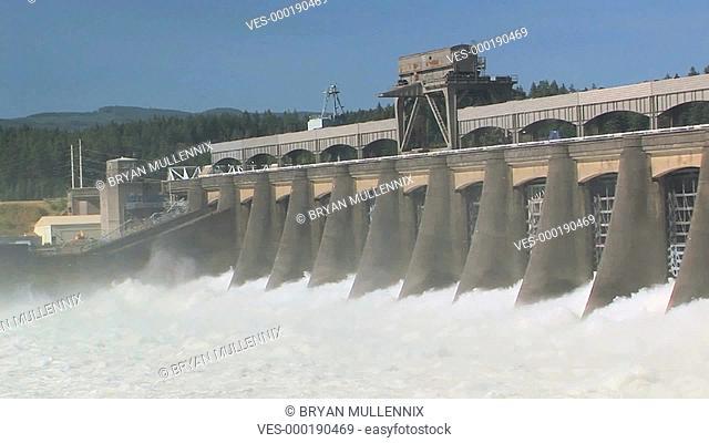Aufnahme eines Staudamms