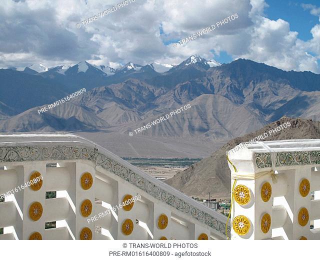 Shanti Stupa, Leh, Jammu and Kashmir, India / Shanti Stupa, Leh, Jammu und Kashmir, Indien