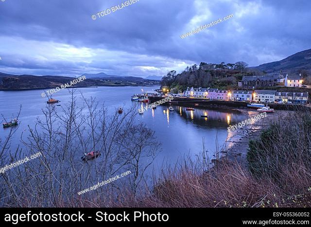 casas de colores en el muelle, Portree (Port Rìgh), isla de Skye, Highlands, Escocia, Reino Unido