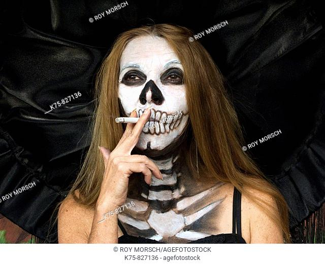 Catrina smoking, Day of the Dead