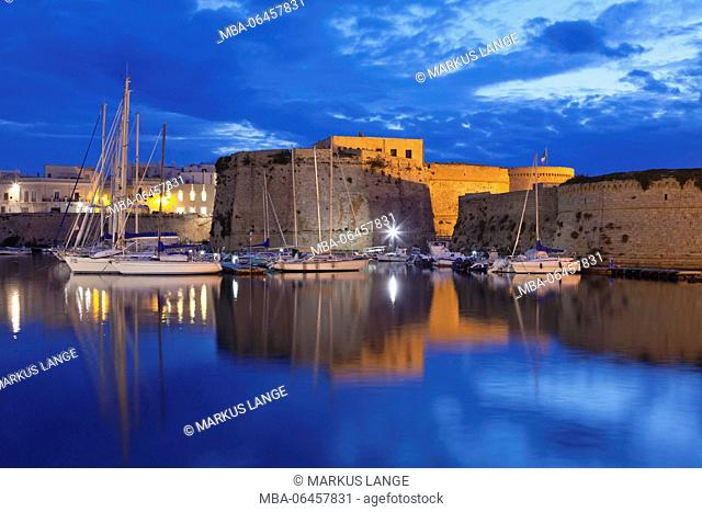 Old Town with fort, city wall and harbour, Gallipoli, province of Lecce, Salento peninsula, Apulia, Italy