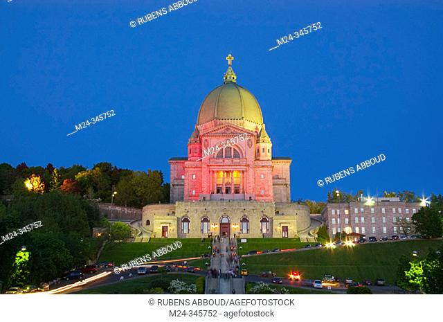 St-Joseph's Oratory (Oratoire St-Joseph) after 9PM mass. Trails belong both to car traffic leaving the Oratory and worshippers holding votive candles
