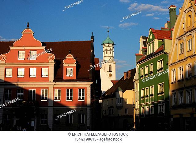 View over the market square of Memmingen's historic Kreuzherrenkirche