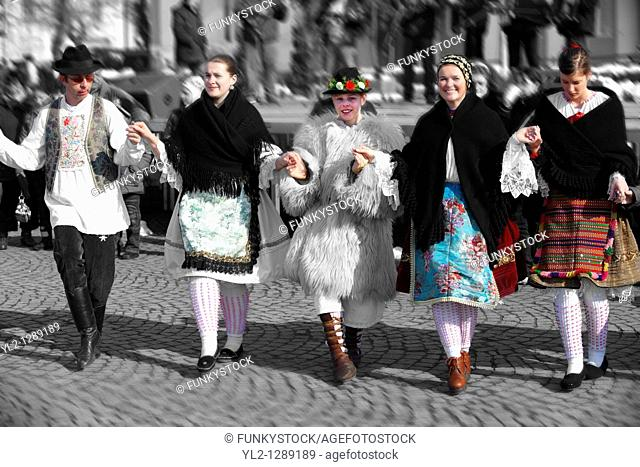 Traditional Hungarian Sokrac dancers in the main square at the Busojaras  Busójárás  Spring festival 2010 Mohacs Hungary - Stock photos
