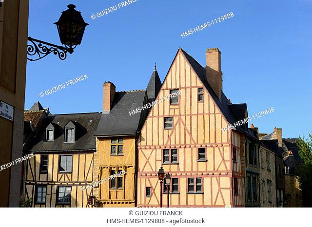 France, Sarthe, Le Mans,Cite Plantagenet (Old Town), half timbered architecture, Maison du Pilier rouge (House of the Red pillar)