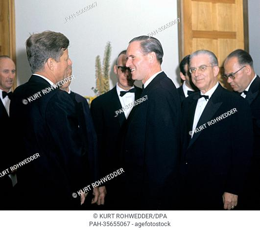 US President John F. Kennedy (m) meets state secretary Karl Carstens (m) and state secretary Hans Globke (r) at Palais Schaumburg in Bonn during his visit in...