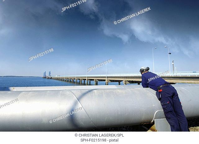 Refinery fuel pipelines