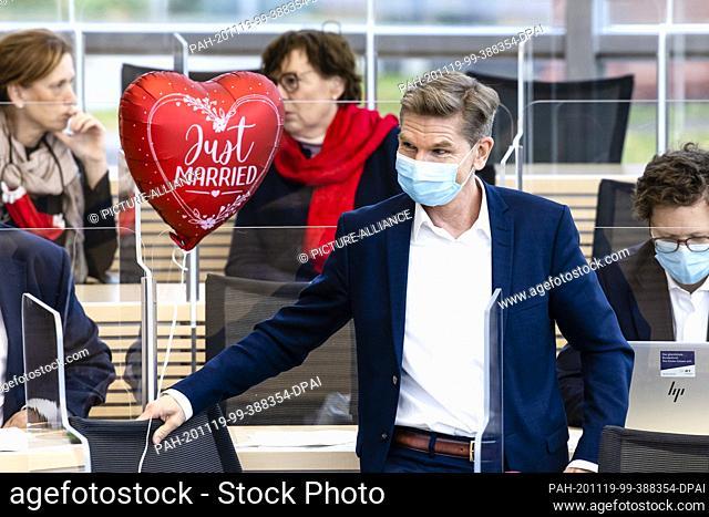 19 November 2020, Schleswig-Holstein, Kiel: Heiner Garg (FDP), Minister for Social Affairs, Health, Youth, Family and Senior Citizens