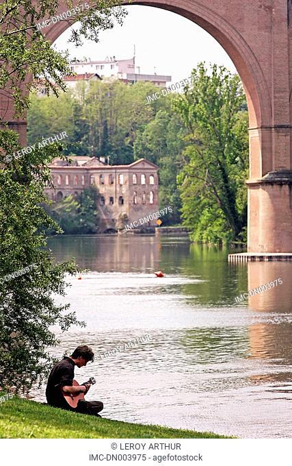 France, Languedoc, Albi, walking along the Tarn river