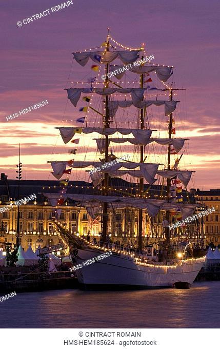 France, Gironde, Bordeaux, area listed as World Heritage by UNESCO, Fete du Fleuve Garonne River Festival 2007, Cuauhtemoc training ship in front of Place de la...