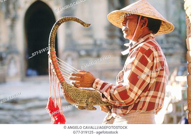 Man playing the Burmese harp. Bagan. Myanmar (Burma)