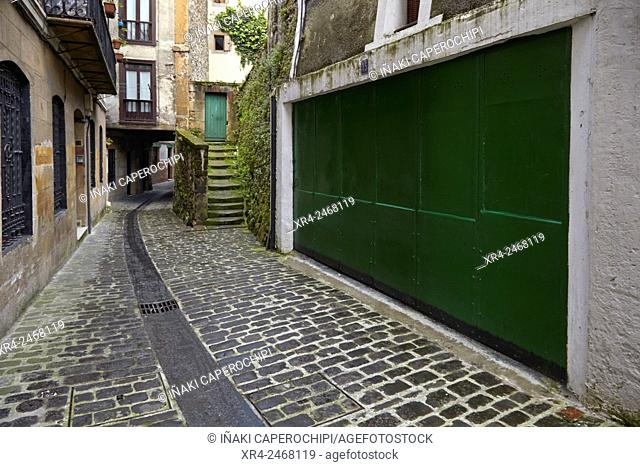 Spain, Basque country, Guipuzcoa, Pasaia, Street in old town