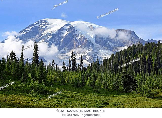 Snow-capped summit of Mount Rainier, Mount Rainier National Park, Cascade Range, Washington, Pacific Northwest, USA