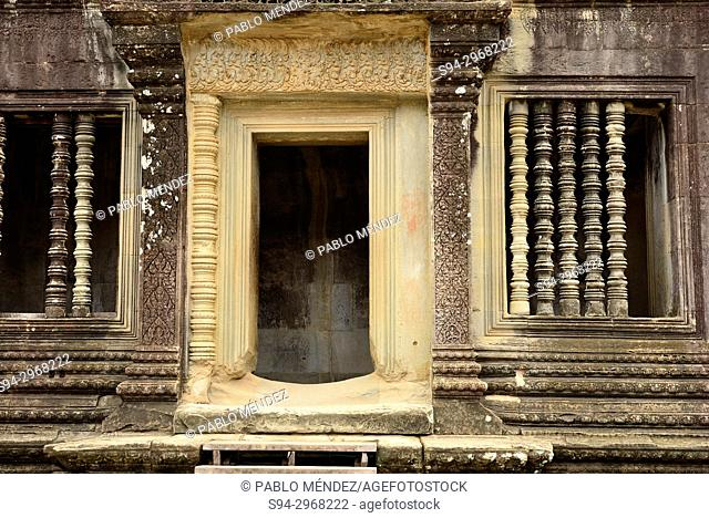 Entrance to a gallery of Angkor Wat, Siem Reap, Cambodia