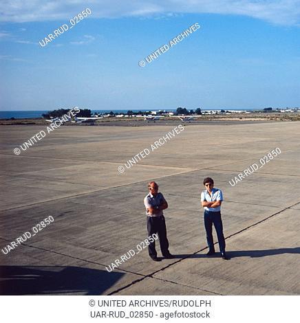 Abflug am Flughafen Almería an der Costa de Almería, Andalusien, Spanien 1980er Jahre. Departure at Almería Airport at the Costa de Almería, Andalusia
