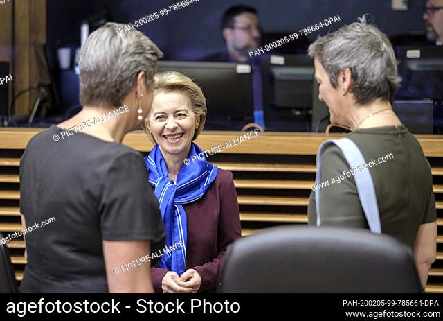 05 February 2020, Belgium, Brüssel: 05.02.2020, Belgium, Brussels: EU Commissioner for home affairs Ylva Johansson (L) is talking with the President of the...