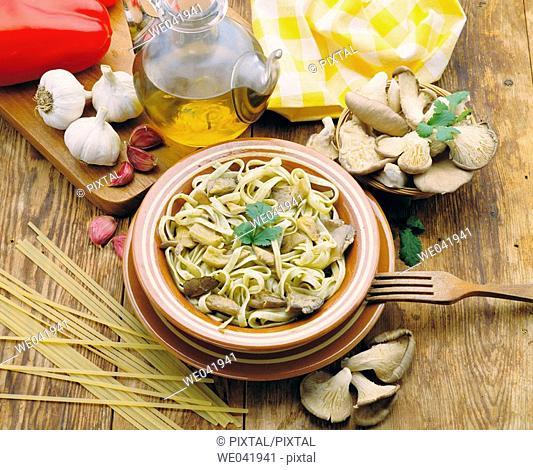 Tagliatelli with fresh mushrooms