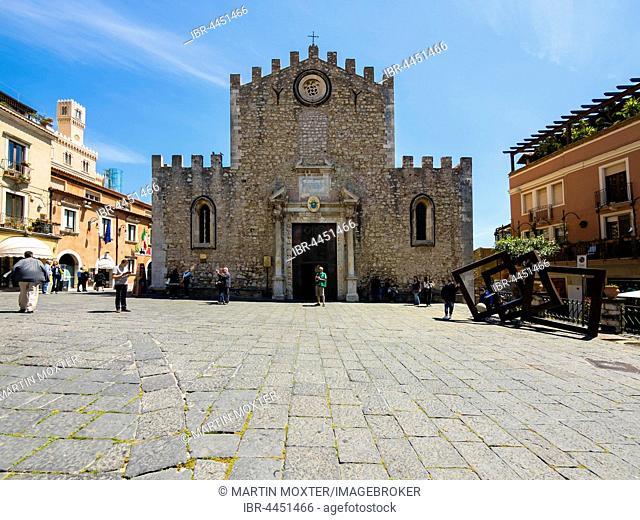Cathedral of San Nicolò, Fontana di Piazza Duomo, Taormina, Sicily, Italy