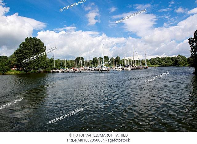 Sailing at Hooksieler Binnentief, Wangerland, Friesland district, Lower Saxony, North Sea, Germany, June 2016 / Segeln im Hooksieler Binnentief, Wangerland