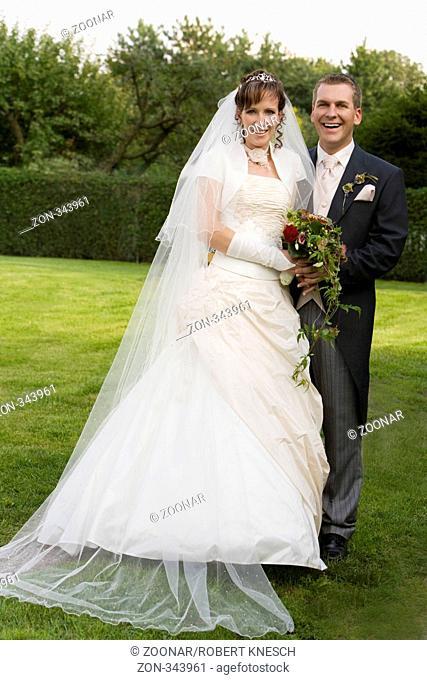 Portrait eines jungen Brautpaars
