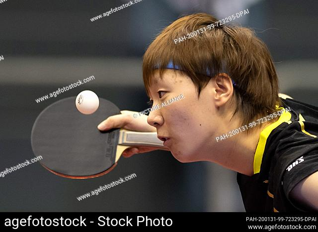 31 January 2020, Saxony-Anhalt, Magdeburg: Table tennis: German Open, women, singles, quarter finals, Wang (China) - Shibata (Japan)