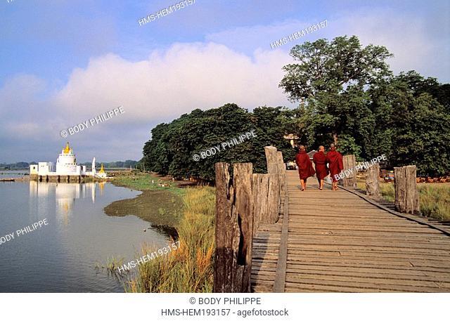 Myanmar Burma, Mandalay Division, Amarapura old city, Buddhist monks on U Bein Bridge