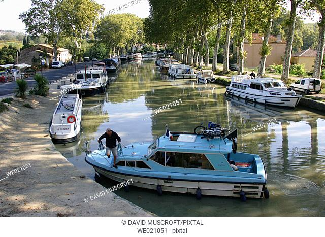 Canal du Midi at Capestang. Hérault, Languedoc-Roussillon, France