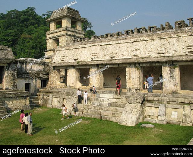 VISITORS TO MAYAN PYRAMIDS IN THE ARCHEOLOGICAL SITE OF PALENQUE, IN YUCATAN, MEXICO