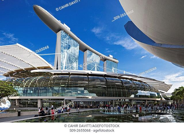 The Marina Bay Sands Hotel & Shopping Centre and the Singapore Art & Science Museum, Singapore