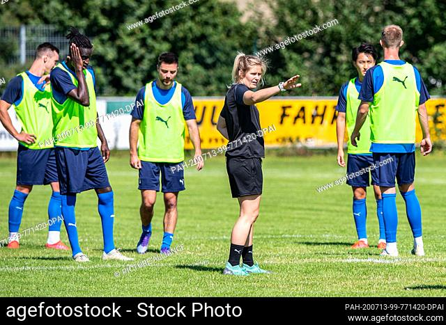 13 July 2020, North Rhine-Westphalia, Lotte: Football, Regionalliga - West: Imke Wübbenhorst (4th from left), coach of Sportfreunde Lotte gives instructions to...