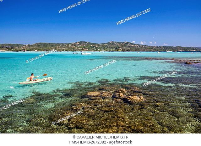 France, Corse du Sud, Bonifacio, turquoise blue and little deep waters of the bay of Piantarella since the beach west of the island Piana