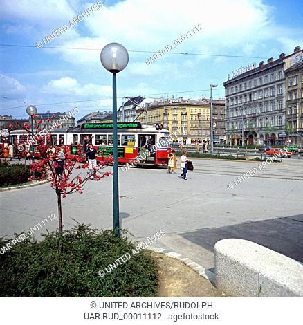 Der Karlsplatz in Wien, Österreich 1980er Jahre. The Charles Square of Vienna, Austria 1980s