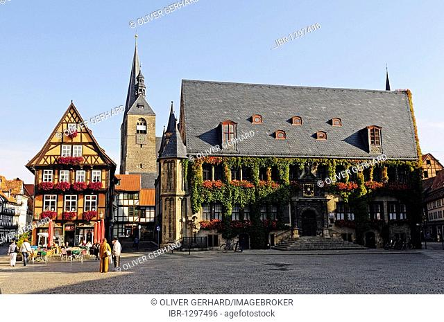 Cafe on the market square and town hall in the UNESCO World Heritage city of Quedlinburg, Saxony-Anhalt, Germany, Europe