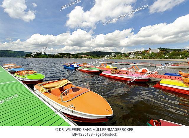 Boats on lake Schluchsee, Breisgau, Hochschwarzwald, Black Forest, Baden-Wuerttemberg, Germany, Europe