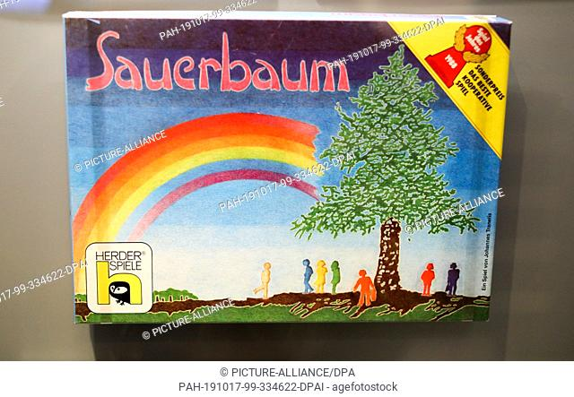"""17 October 2019, Saxony, Leipzig: The parlour game """"""""Sauerbaum"""""""", which deals with the forest dieback of the 1980s, is shown in an exhibition in the..."""