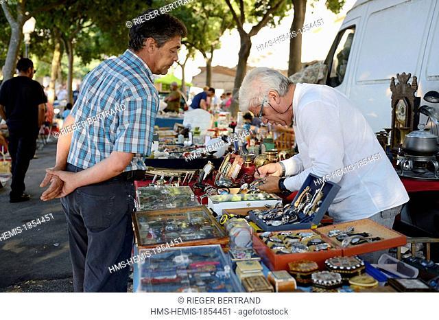 Portugal, Lisbon, Alfama district, campo de Santa Clara, flea market Feira da Ladra (thief fair)