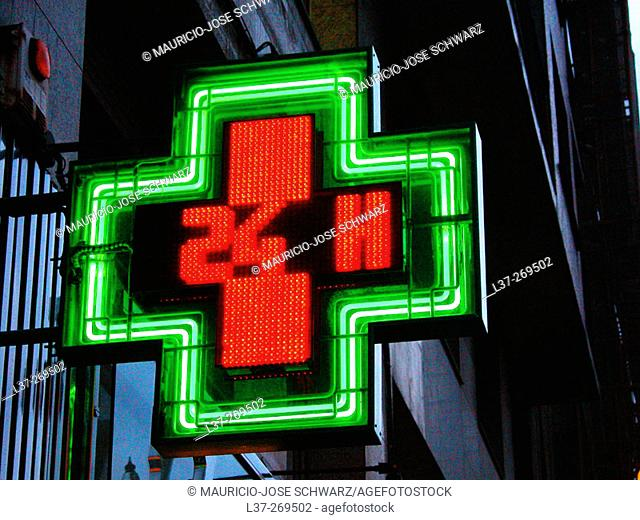 24-hour pharmacy sign in Spain