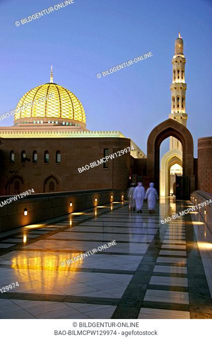 Oman sultan Qaboos Grand Moschee at night, sultan Qaboos Grand Mosque at night