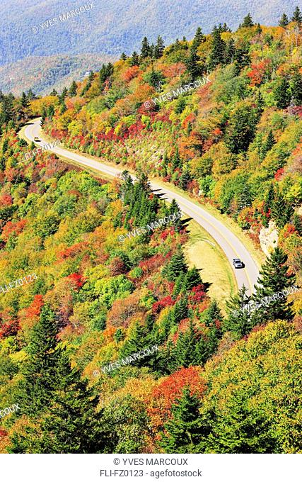Road curving through mountain landscape in autumn, Blue Ridge Parkway National Park, North Carolina