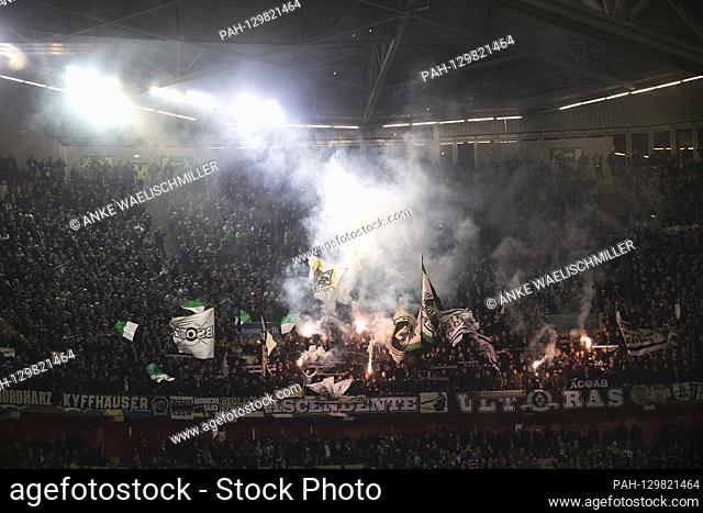 Fans asu MG end beegal fire football 1st Bundesliga, 22nd matchday, Fortuna Dusseldorf (D) - Borussia Monchengladbach (MG), on February 15th