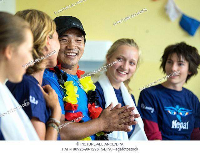 15 August 2018, Saxony, Görlitz: Machhindra Rai (C), a guest from the village of Pelmang in Nepal, speaks at a meeting with students of the...